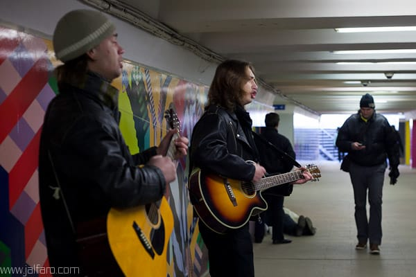 Músicos callejeros en Riga - Letonia